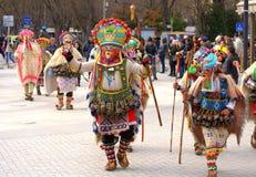 Kolorowi mummers przy karnawałowym korowodem Zdjęcia Royalty Free