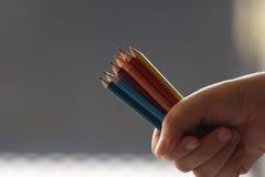 Kolorowi ołówki w ręce Obraz Royalty Free