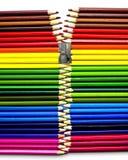 Kolorowi ołówki z ostrzarką fotografia royalty free