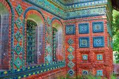 Kolorowi ogony Stara kościelna fasada w Yaroslavl, Rosja zdjęcia royalty free