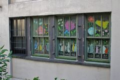 Kolorowi okno przy Wysoką linią w Nowy Jork fotografia stock