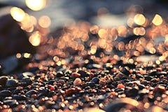 Kolorowi otoczaków otoczaki na plaży Zdjęcie Stock
