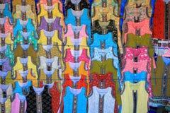 Kolorowi outfuts na sprzedaży na ulicie Fotografia Stock