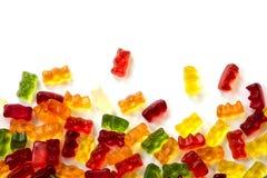 Kolorowi owocowi gumowi cukierków niedźwiedzie odizolowywający z małym cieniem na whi zdjęcia stock