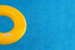 Kolorowi pławiki na basenie obraz stock