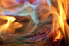 Kolorowi płomienie obozu ogień Zdjęcia Royalty Free