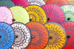 Kolorowi papierowi parasols, papierowy parasol fotografia stock