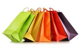 Kolorowi papierowi torba na zakupy na bielu Obrazy Stock