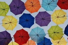 Kolorowi parasole przeciw niebu Obraz Royalty Free