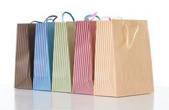 Kolorowi pasiaści torba na zakupy układali z rzędu, przedmiot na bielu Obrazy Royalty Free