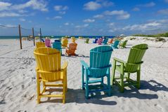 Kolorowi plażowi krzesła na St Pete plaży, Floryda, usa Fotografia Royalty Free