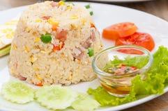 Kolorowi podpalający ryż na bielu talerzu Obrazy Royalty Free