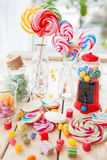 Kolorowi popsicles i cukierek fotografia stock