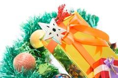 Kolorowi prezentów pudełka Piękni Odosobniony biały tło Obrazy Royalty Free
