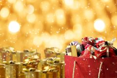 Kolorowi prezentów pudełka z neonowym tłem Obraz Royalty Free