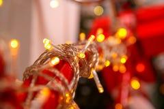 Kolorowi rozjarzeni bożonarodzeniowe światła kolor tła wakacje czerwonego żółty Obraz Royalty Free