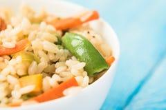 Kolorowi ryż z warzywami i chopsticks Obrazy Royalty Free