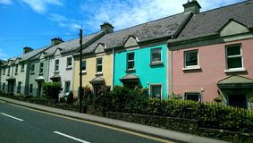 Kolorowi rzędów domy w Howth Irlandia Obraz Stock