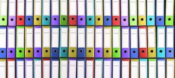 Kolorowi segregatory biurowe kolorowe falcówki Zdjęcia Stock
