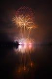 Kolorowi spektakularni fajerwerki Zdjęcia Royalty Free
