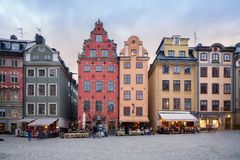 Kolorowi starzy budynki przy stortorget przy Starym miasteczkiem w Sztokholm, Szwecja Obraz Stock