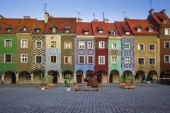 Kolorowi tenements na Starym Targowym kwadracie w Poznańskim, Polska zdjęcie royalty free