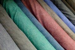 Kolorowi tkanin swatches na shopfront Obrazy Stock