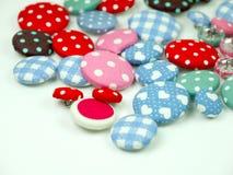 Kolorowi tkanina guziki odizolowywający Fotografia Royalty Free