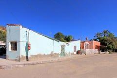 Kolorowi tradycyjni domy w ulicach misja San Ignacio, Baj Kalifornia, Meksyk obrazy royalty free