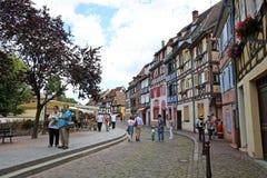 Kolorowi tradycyjni francuzów domy na stronie rzeczny Colmar zdjęcia royalty free