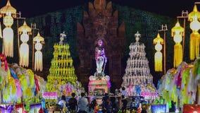 Kolorowi tysiące lanna lampiony przy nocą, Lamphun latarniowy festiwal zoom zbiory