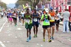 Kolorowi uczestnicy Współzawodniczy w 2014 kompanów maratonu Ro Zdjęcia Stock