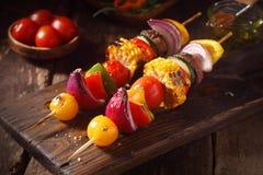 Kolorowi weganinu lub jarosza warzywa skewers Zdjęcia Royalty Free