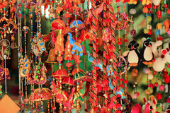 Kolorowi wiatrowi kuranty w Arabskiej ulicie, Singapur Obrazy Royalty Free
