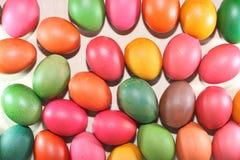 Kolorowi Wielkanocni jajka na białym tle Obraz Royalty Free
