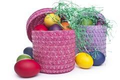 Kolorowi Wielkanocni jajka w koszu na gras Obrazy Royalty Free