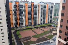 Kolorowy Ñ  hildren ` s boisko dla dzieciaków w nowym mieszkaniu distric Obraz Royalty Free