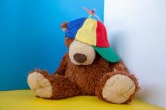 Kolorowy śmigłowy kapelusz na tle obraz stock