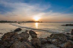 Kolorowy świt nad morzem zdjęcie royalty free