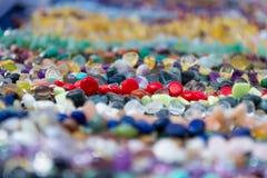 Kolorowy abstrakcjonistyczny tło z zamazanymi czerwonymi cennymi kamieniami Zdjęcie Royalty Free