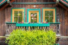 Kolorowy Austriacki szalet zdjęcia royalty free