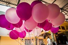 Kolorowy balonów wieszać w powietrzu obraz royalty free