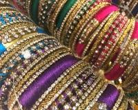 Kolorowy Bangle dla dam zdjęcia stock