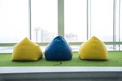 Kolorowy beanbag krzesło dla pinkinu fotografia stock