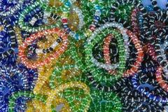 Kolorowy biżuteria kamienia klejnot w rynku lub bransoletka Zdjęcia Stock