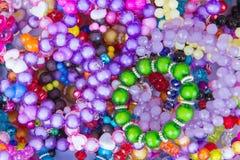 Kolorowy biżuteria kamienia klejnot w rynku lub bransoletka Obraz Royalty Free