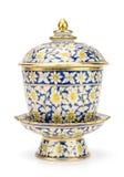 Kolorowy ceramiczny artykuły handcraft puchar odizolowywającego na białym backgroun zdjęcia stock