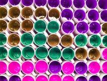 Kolorowy ceramiczny filiżanki tło w magazynie zdjęcia royalty free