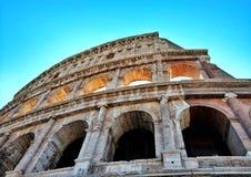 Kolorowy Colosseum w świetle dziennym zdjęcia royalty free