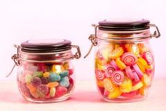 Kolorowy cukierek w butelce na tle Zdjęcia Royalty Free